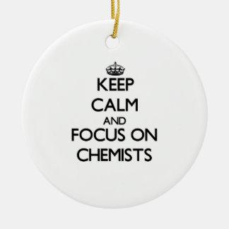Behalten Sie Ruhe und Fokus auf Chemikern
