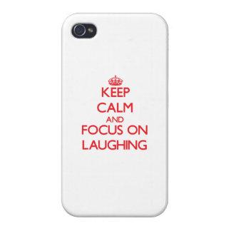 Behalten Sie Ruhe und Fokus auf dem Lachen