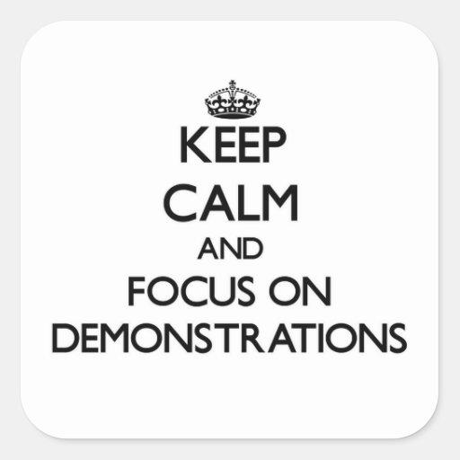 Behalten Sie Ruhe und Fokus auf Demonstrationen Quadratsticker