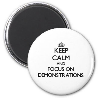 Behalten Sie Ruhe und Fokus auf Demonstrationen Kühlschrankmagnete