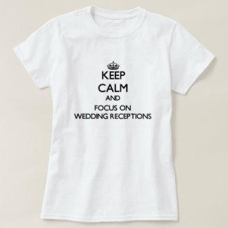 Behalten Sie Ruhe und Fokus auf den T Shirts
