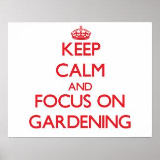 Behalten Sie Ruhe und Fokus auf der Gartenarbeit Posterdrucke