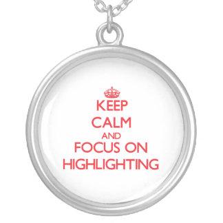 Behalten Sie Ruhe und Fokus auf der Hervorhebung Personalisierte Halskette
