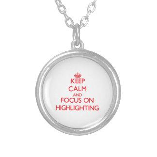 Behalten Sie Ruhe und Fokus auf der Hervorhebung Selbst Gestaltete Halskette