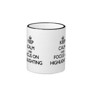 Behalten Sie Ruhe und Fokus auf der Hervorhebung Kaffeehaferl