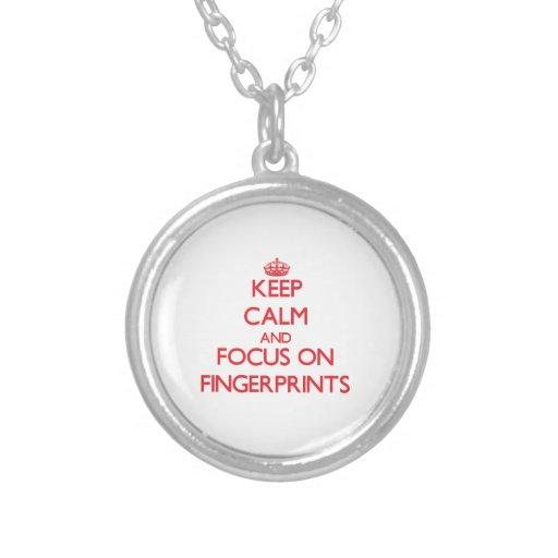 Behalten Sie Ruhe und Fokus auf Fingerabdrücken Amuletten