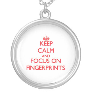 Behalten Sie Ruhe und Fokus auf Fingerabdrücken Selbst Gestalteter Schmuck