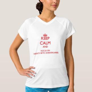 Behalten Sie Ruhe und Fokus auf fünfundzwanzigsten T-Shirts