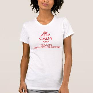 Behalten Sie Ruhe und Fokus auf fünfundzwanzigsten Shirt