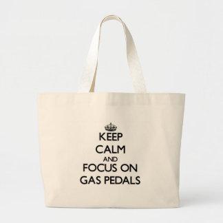 Behalten Sie Ruhe und Fokus auf Gas-Pedalen