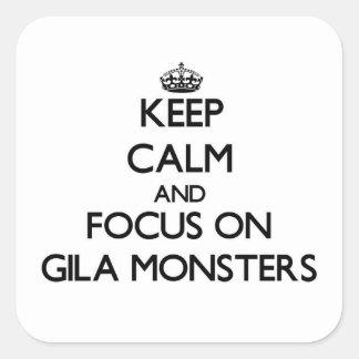 Behalten Sie Ruhe und Fokus auf Gila-Monstern Quadrat-Aufkleber