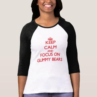 Behalten Sie Ruhe und Fokus auf gummiartigen Bären T-Shirt
