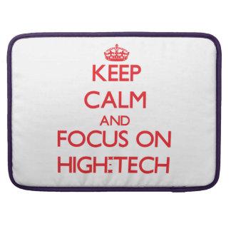 Behalten Sie Ruhe und Fokus auf Hoch - Tech MacBook Pro Sleeves