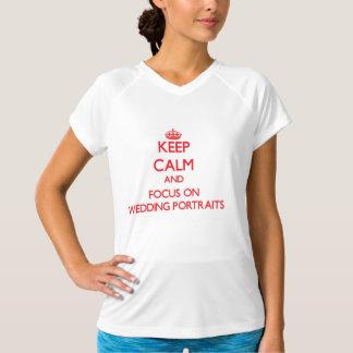 Behalten Sie Ruhe und Fokus auf Hochzeits-Porträts T Shirts