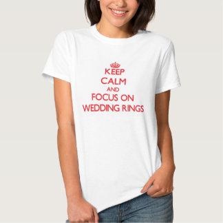 Behalten Sie Ruhe und Fokus auf Hochzeits-Ringen Shirts