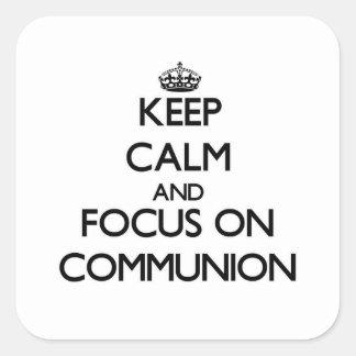 Behalten Sie Ruhe und Fokus auf Kommunion Quadratsticker