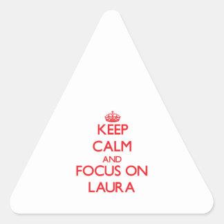 Behalten Sie Ruhe und Fokus auf Laura Dreiecks-Aufkleber