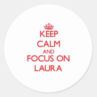 Behalten Sie Ruhe und Fokus auf Laura
