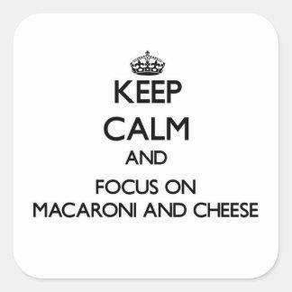 Behalten Sie Ruhe und Fokus auf Makkaroni und Käse Quadrat-Aufkleber