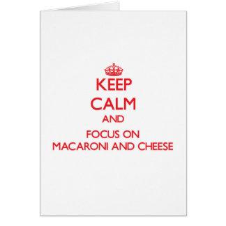 Behalten Sie Ruhe und Fokus auf Makkaroni und Käse Grußkarte
