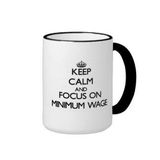 Behalten Sie Ruhe und Fokus auf Mindestlohn Kaffee Tasse