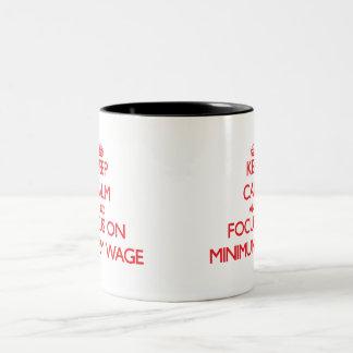 Behalten Sie Ruhe und Fokus auf Mindestlohn Kaffee Tassen