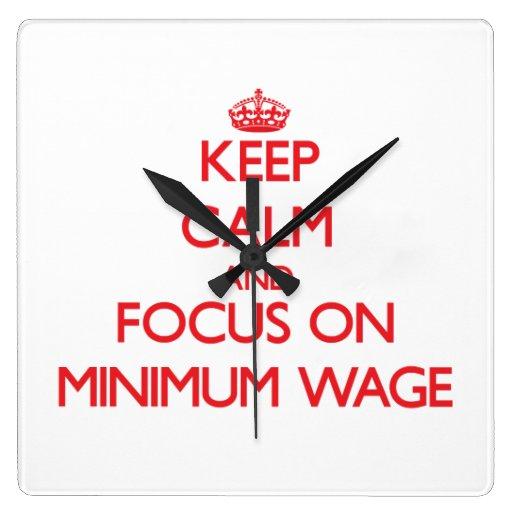 Behalten Sie Ruhe und Fokus auf Mindestlohn Wanduhr