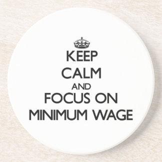 Behalten Sie Ruhe und Fokus auf Mindestlohn Bierdeckel