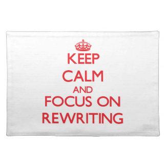 Behalten Sie Ruhe und Fokus auf Neuschreiben Tischset