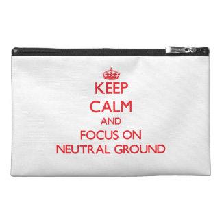 Behalten Sie Ruhe und Fokus auf neutralem Boden