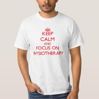 Behalten Sie Ruhe und Fokus auf Physiotherapie T-Shirt