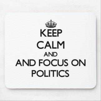 Behalten Sie Ruhe und Fokus auf Politik Mousepad