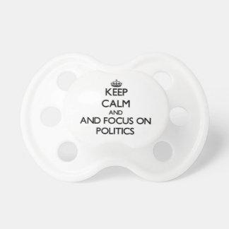 Behalten Sie Ruhe und Fokus auf Politik Baby Schnuller