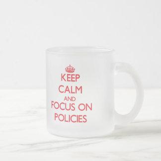 Behalten Sie Ruhe und Fokus auf Politik Kaffeehaferl