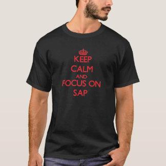 Behalten Sie Ruhe und Fokus auf Saft T-Shirt