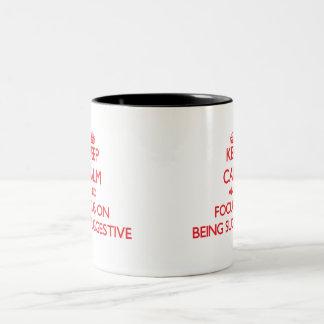 Behalten Sie Ruhe und Fokus auf Sein andeutend Kaffee Tassen