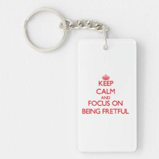Behalten Sie Ruhe und Fokus auf Sein ärgerlich Einseitiger Rechteckiger Acryl Schlüsselanhänger