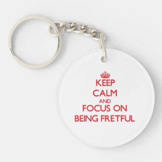 Behalten Sie Ruhe und Fokus auf Sein ärgerlich Einseitiger Runder Acryl Schlüsselanhänger