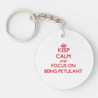 Behalten Sie Ruhe und Fokus auf Sein gereizt Einseitiger Runder Acryl Schlüsselanhänger