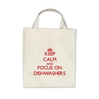Behalten Sie Ruhe und Fokus auf Spülmaschinen