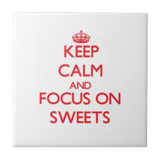 Behalten Sie Ruhe und Fokus auf Süßigkeiten Fliesen