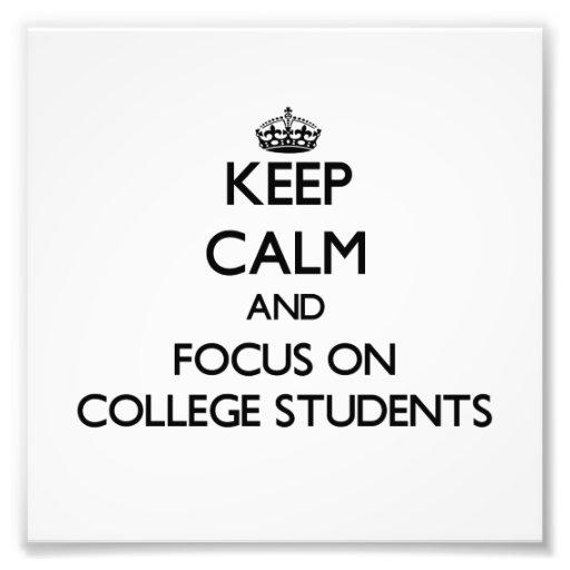 Behalten Sie Ruhe und Fokus auf Uni-Studenten Photo