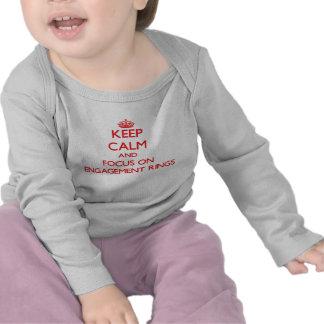Behalten Sie Ruhe und Fokus auf VERLOBUNGS-RINGEN T Shirts