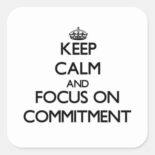 Behalten Sie Ruhe und Fokus auf Verpflichtung Quadrataufkleber