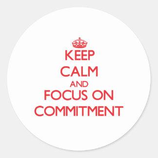 Behalten Sie Ruhe und Fokus auf Verpflichtung Runde Sticker