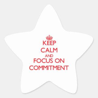 Behalten Sie Ruhe und Fokus auf Verpflichtung Sternaufkleber