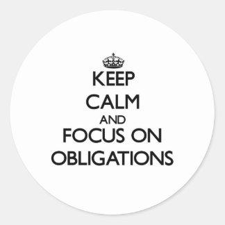 Behalten Sie Ruhe und Fokus auf Verpflichtungen Runder Aufkleber