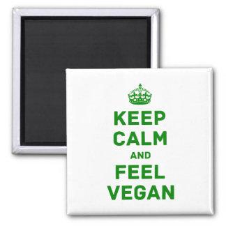 Behalten Sie Ruhe und fühlen Sie sich vegan Quadratischer Magnet