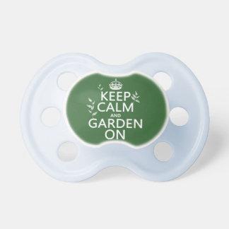Behalten Sie Ruhe und Garten an - alle Farben Schnuller