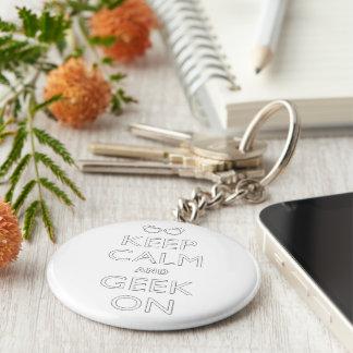 Behalten Sie Ruhe und Geek an Schlüsselanhänger